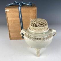 上別府雅楓 作 薩摩焼 透し彫蓋香炉 伝統工芸士(HP322)